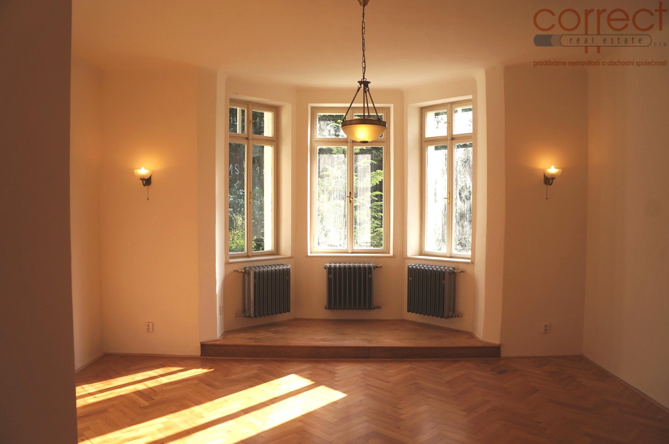 Pronájem bytu 3+kk na ulici Krondlova s výhledem na les, Brno-Žabovřesky