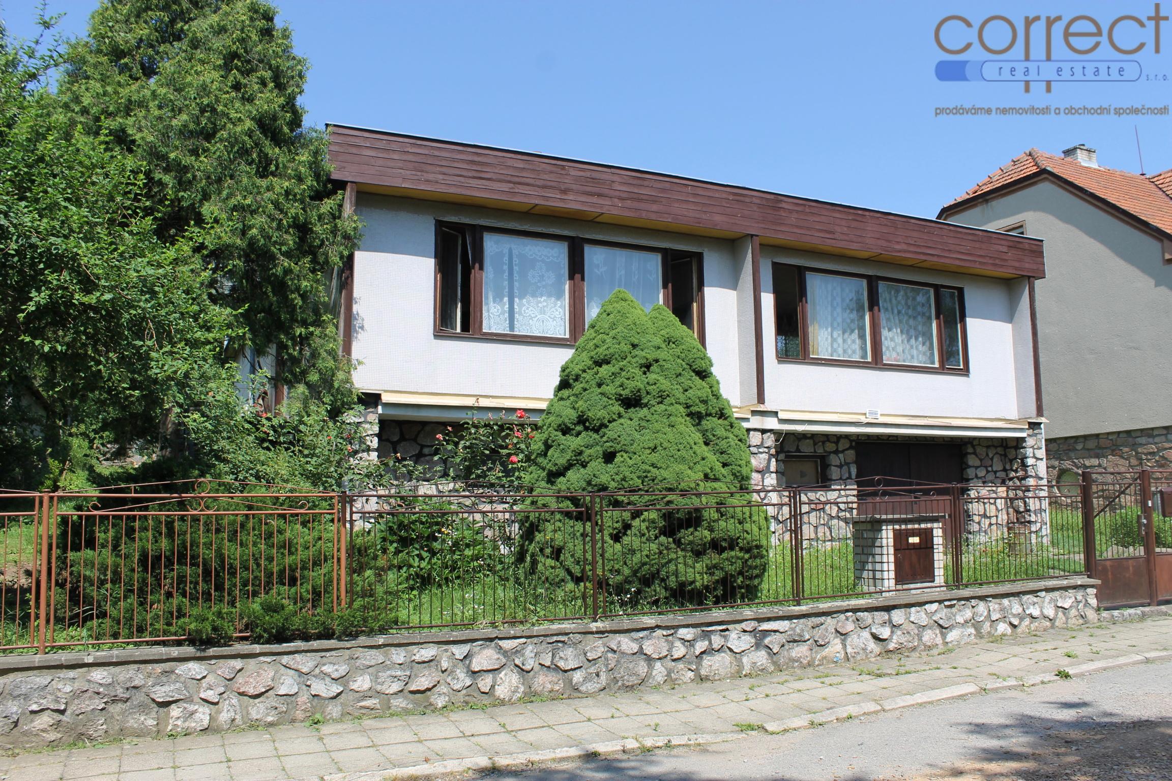 Prodej samostatně stojícího RD se zahradou a garáží, obec Lomnice, CP 1240 m²