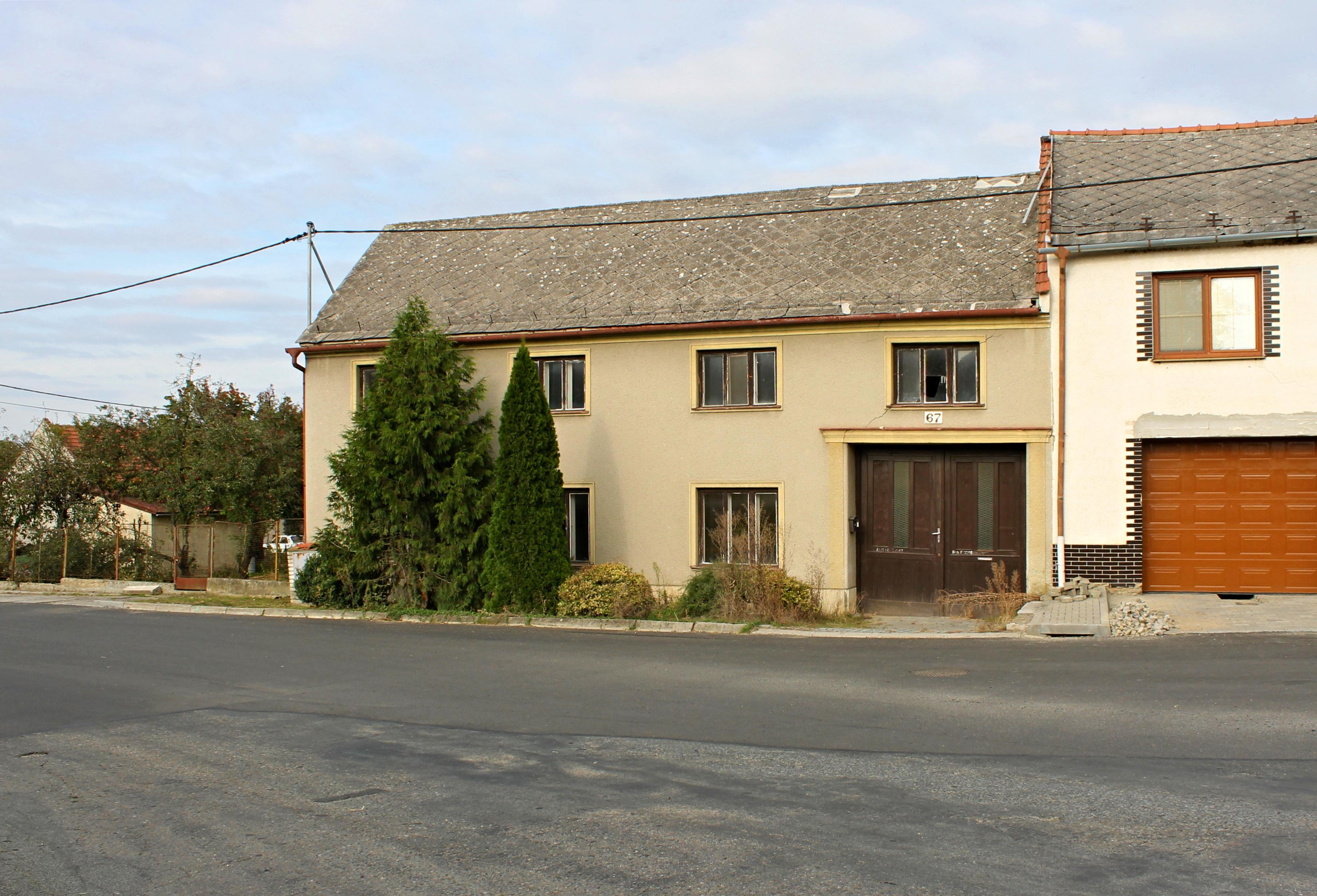 Prodej koncového RD se zahradou, obec Moravské Prusy, CP 1839 m²