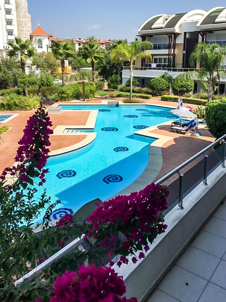 Prodej apartmánu 4+kk v tureckém letovisku Side, areál s bazénem v blízkosti pláže