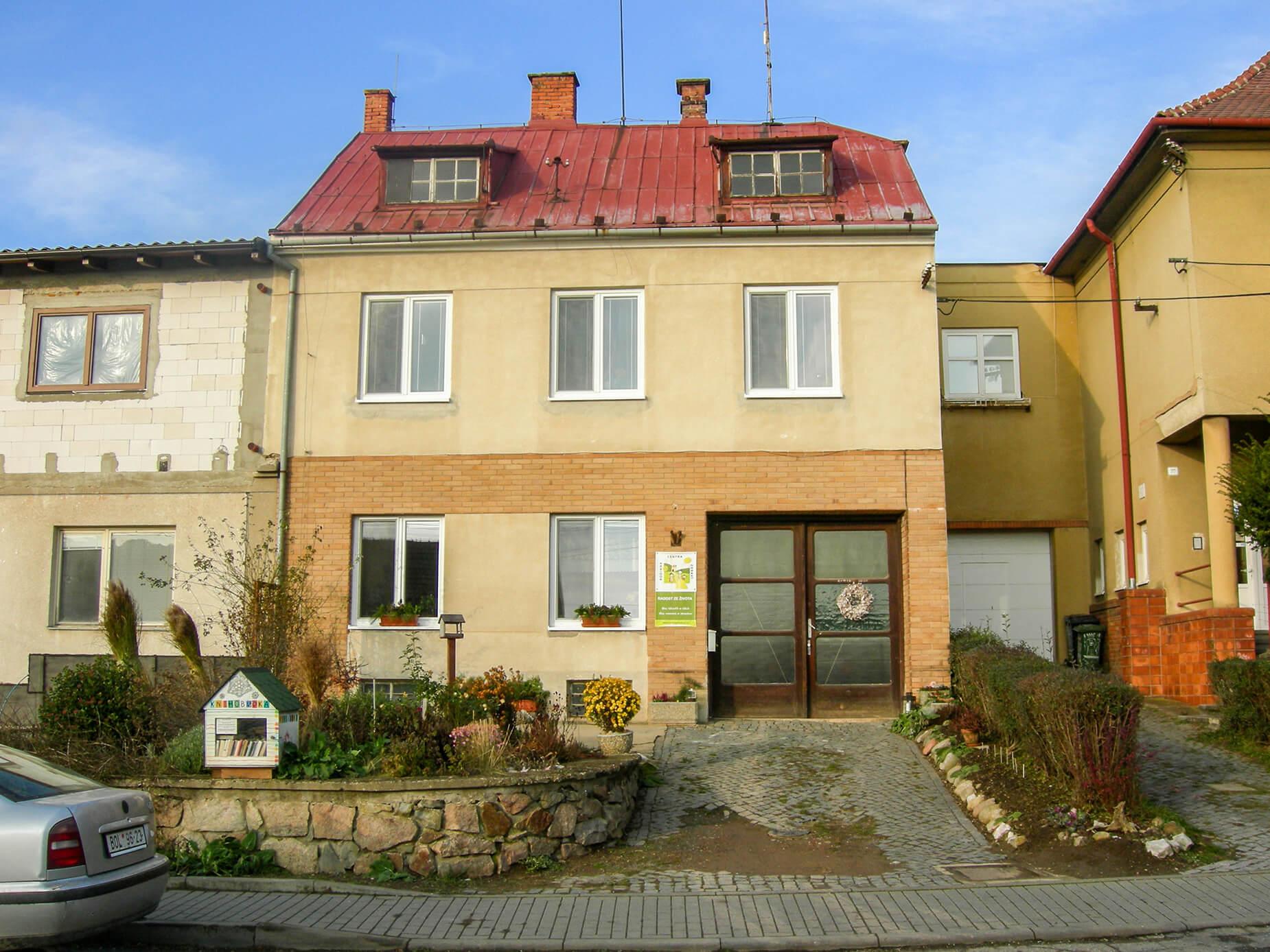 Prodej RD se dvěma byty a prostory k podnikání, CP 901 m², Pozořice