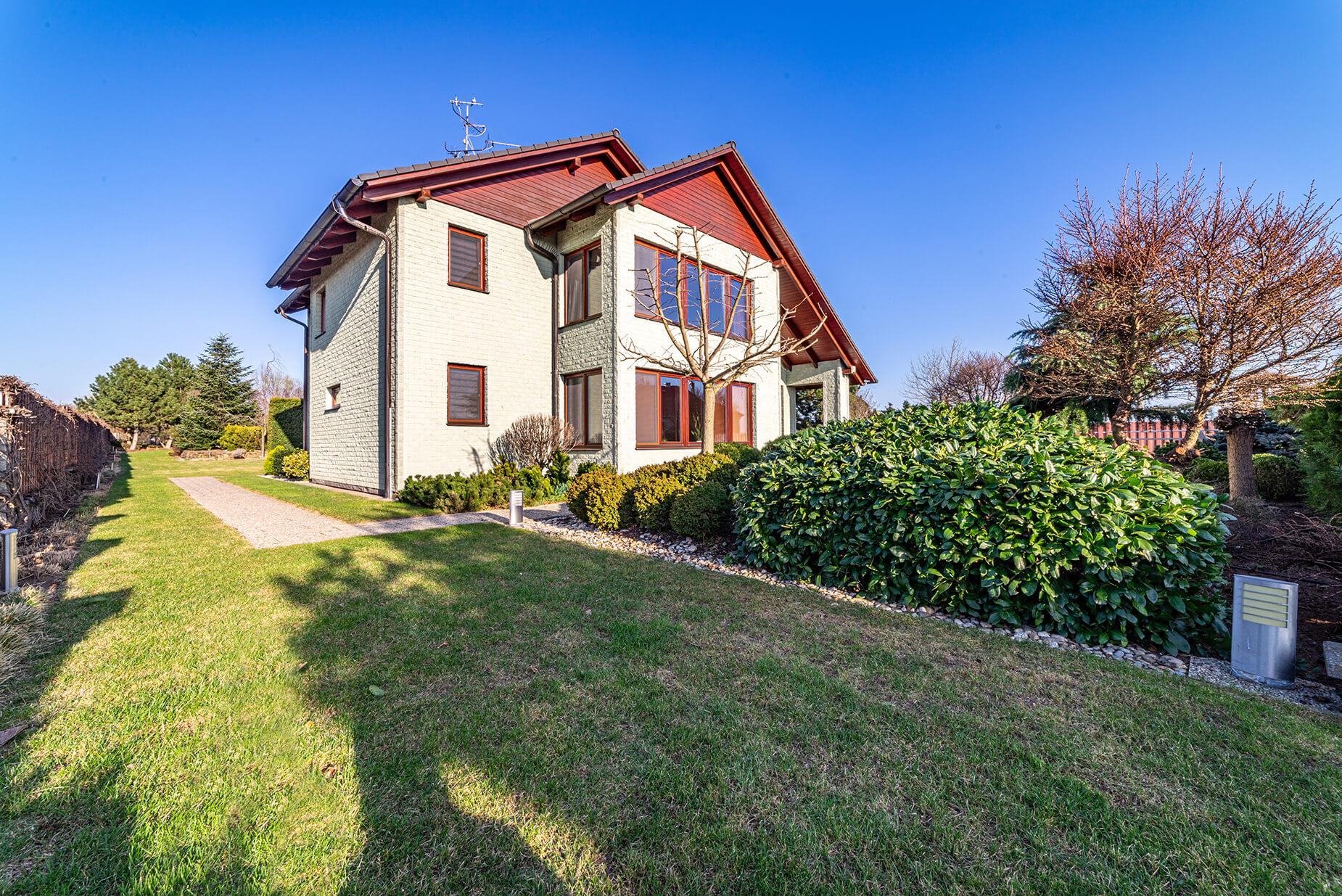 Prodej luxusního rodinného sídla, UP 400 m², pozemek 2392 m², Medlov